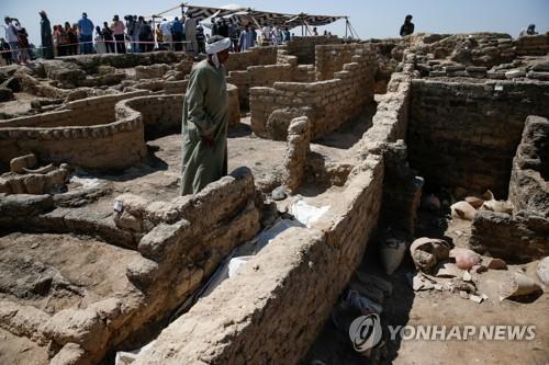 이집트 발굴팀이 남부 룩소르 서안에서 발굴한 3천400년 전 도시 유적
