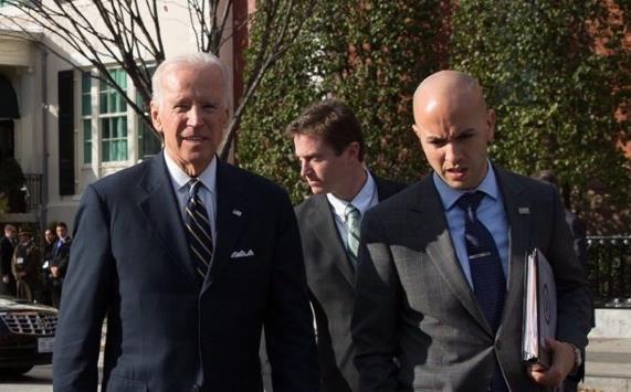 바이든 대통령(왼쪽)과 곤살레스 NSC 서반구 담당 국장
