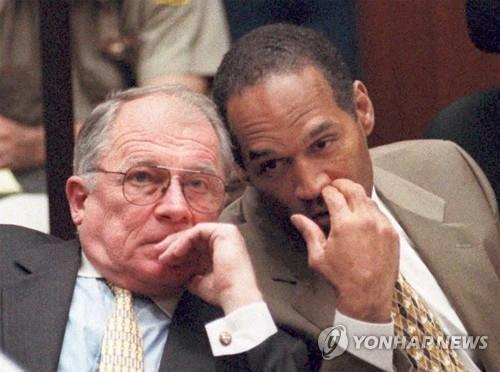 리 베일리(왼쪽)와 OJ 심슨(오른쪽)