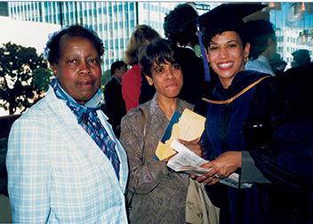 1989년 UC해스팅스대학교 로스쿨 졸업식 때