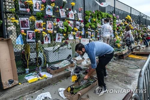 플로리다 아파트 붕괴 실종자 사진들[AFP=연합뉴스]