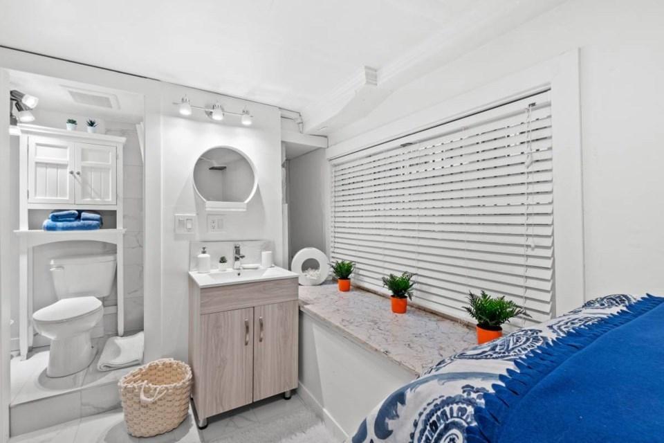 화장실과 침실이 혼합된 밴쿠버의 '마이크로 원룸'