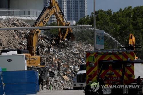 미국 플로리다주 서프사이드 아파트 붕괴 사고 현장 [AFP=연합뉴스 자료사진]