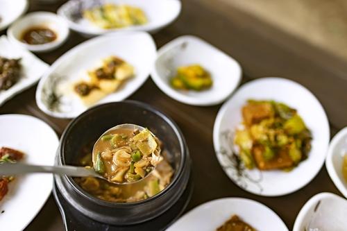 무섬식당의 주메뉴인 청국장. 주인이 직접 재배한 콩으로 만들었다. [사진/성연재 기자]