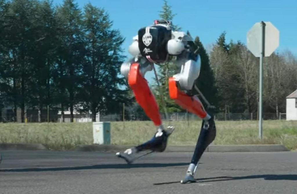두발로 달리는 로봇 '캐시'