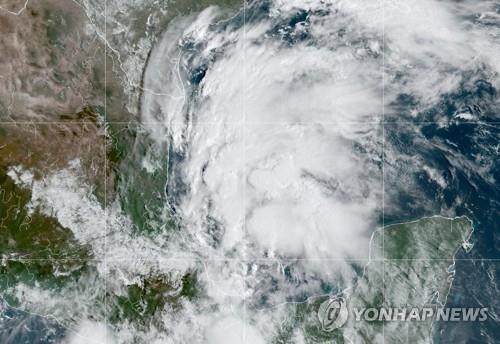지난 12일 멕시코만에 있는 니컬러스 위성사진.