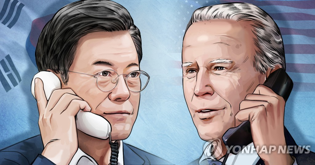 An image of South Korean President Moon Jae-in (L) and U.S. President-elect Joe Biden (Yonhap)