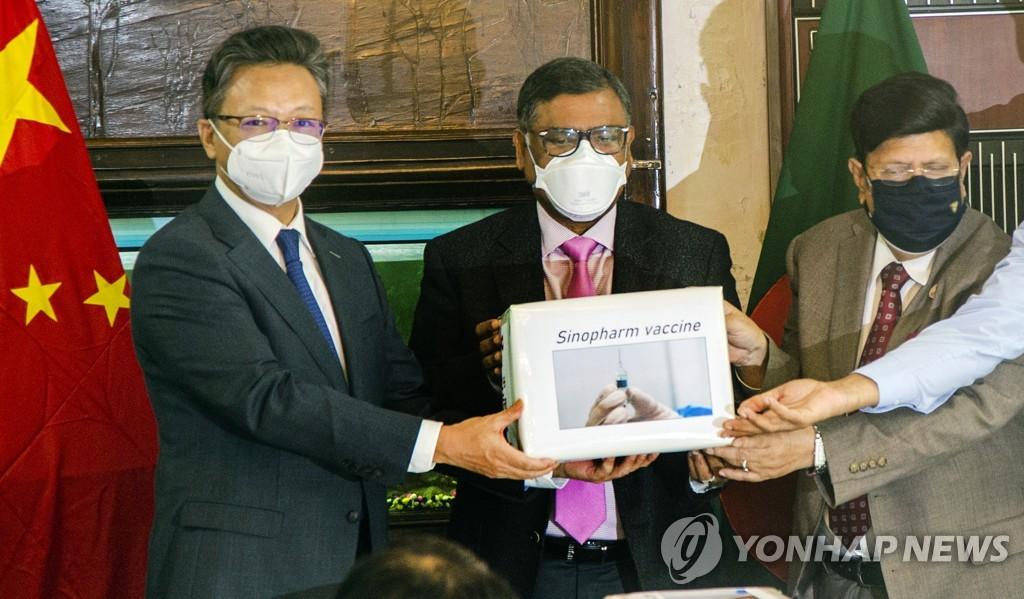 [EPA=연합뉴스 자료사진] 방글라데시에서 열린 중국산 백신 제공 행사