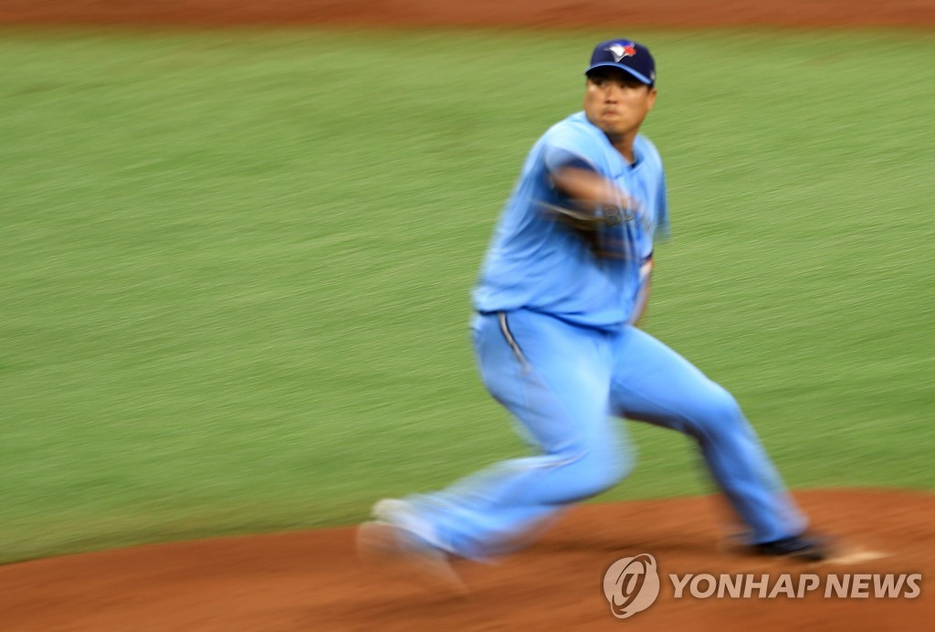 In this Getty Images photo, Ryu Hyun-jin of the Toronto Blue Jays pitches against the Tampa Bay Rays in Game 2 of the American League wild-card series at Tropicana Field in St. Petersburg, Florida, on Sept. 30, 2020. (Yonhap)