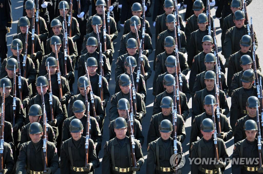 작년 10월 터키 공화국기념일에 군사퍼레이드를 하는 터키군인