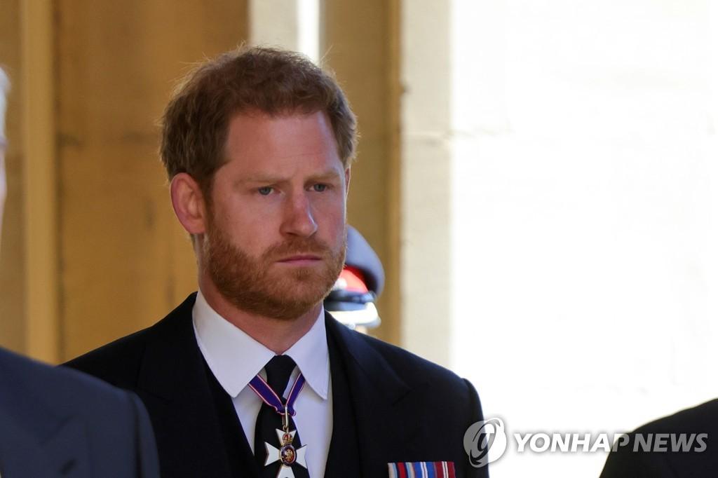 할아버지 필립공 장례식 참석한 해리 왕자