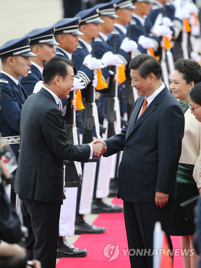 (2nd LD) Chinese leader Xi arrives in S. Korea for summit with Park - 10