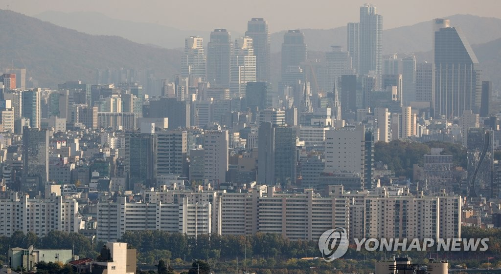 This file photo shows apartments in Seoul's Gangnam district. (Yonhap)