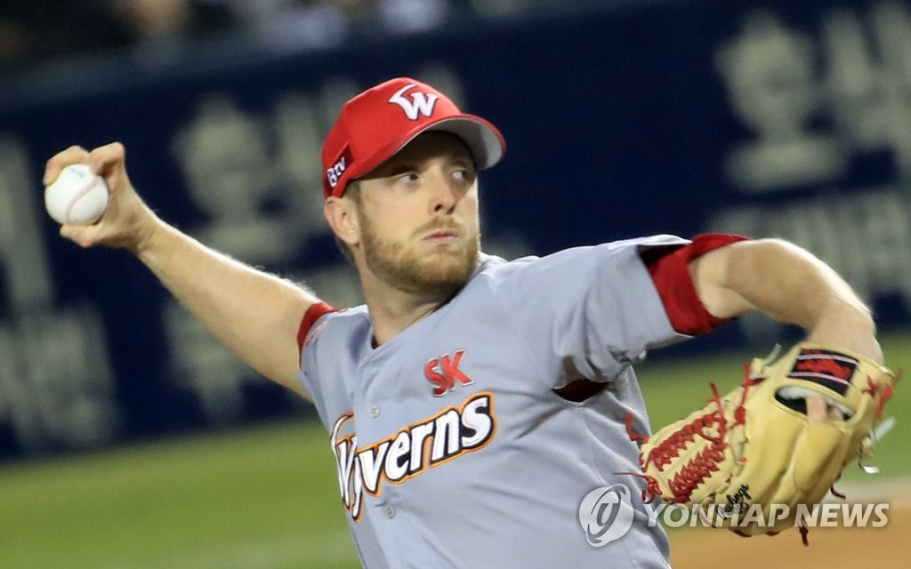 In this file photo from Nov. 12, 2018, Merrill Kelly, then of the SK Wyverns, pitches against the Doosan Bears in the bottom of the first inning of Game 6 of the Korean Series at Jamsil Stadium in Seoul. (Yonhap)