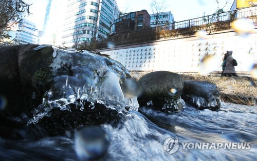 Ice-covered stones in Cheonggye Stream