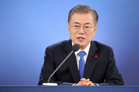 Moon keeps steady hand to cement catalyzer role in N.K. diplomacy