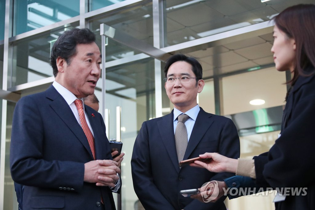 (2nd LD) Samsung chief vows commitment to future high-tech sectors