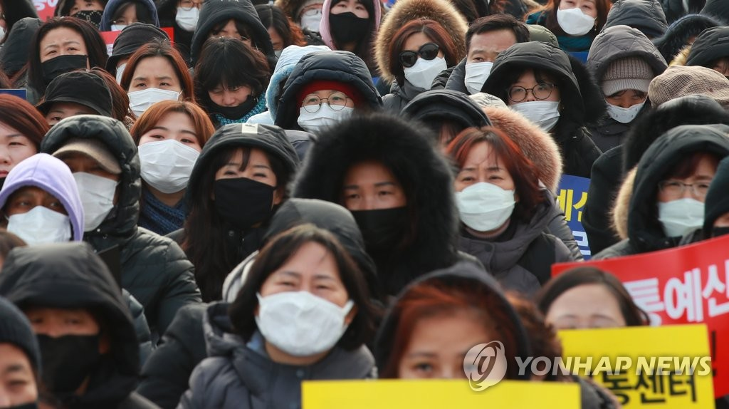 In the photo taken Jan. 15, 2019, most participants in a protest rally are seen wearing masks due to fine dust during a rally in Seoul. (Yonhap)