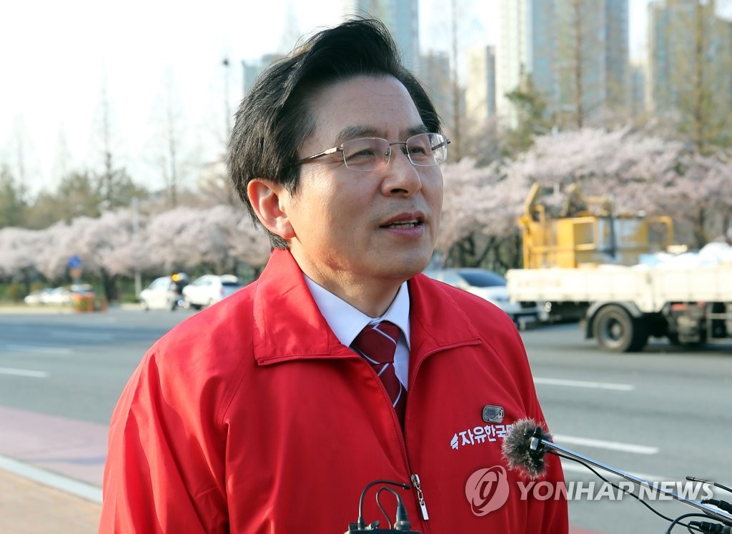 In this file photo, taken on April 2, 2019, Liberty Korea Party Chairman Hwang Kyo-ahn is interviewed by reporters in Changwon, South Gyeongsang Province, after Gyeongnam FC were penalized by the K League. (Yonhap)