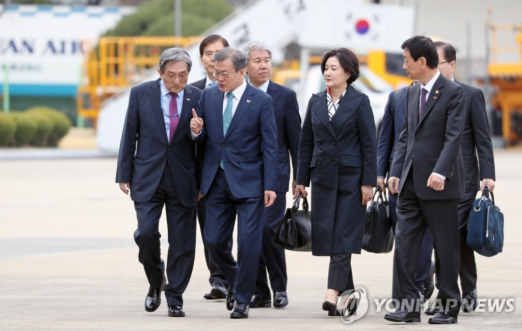 President Moon Jae-in (3rd from L) and his wife Kim Jung-sook walk to board a plane at a military airport in Seongnam, south of Seoul, on April 10, 2019. Moon is scheduled to hold a summit with U.S. President Donald Trump at the White House on April 11 (local time). (Yonhap)