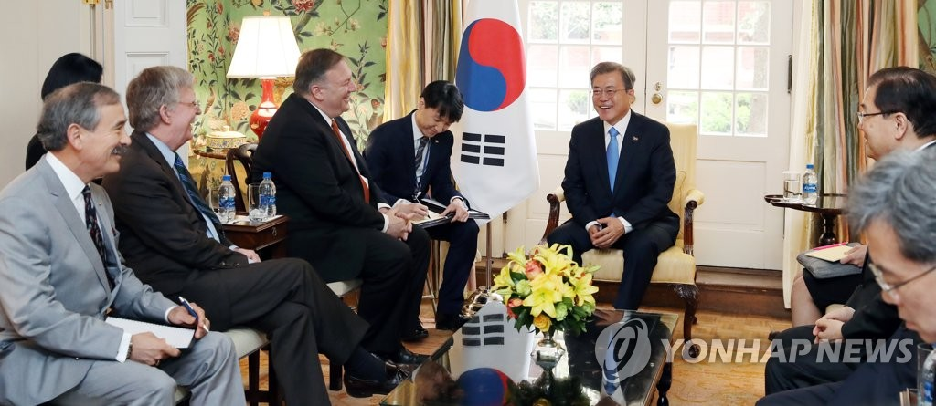 South Korean President Moon Jae-in talks with Secretary of State Mike Pompeo, National Security Adviser John Bolton, Amb. Harry Harris at the Blair House in Washington D.C. on April 11, 2019. (Yonhap)
