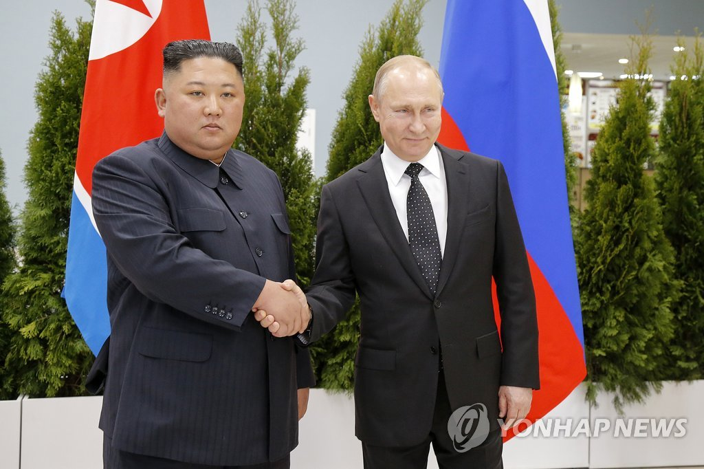 This photo released by the Associated Press shows North Korean leader Kim Jong-un (L) shaking hands with Russian President Vladimir Putin before their first summit at Far Eastern Federal University in Russia's Pacific port city of Vladivostok on April 25, 2019. (Yonhap)