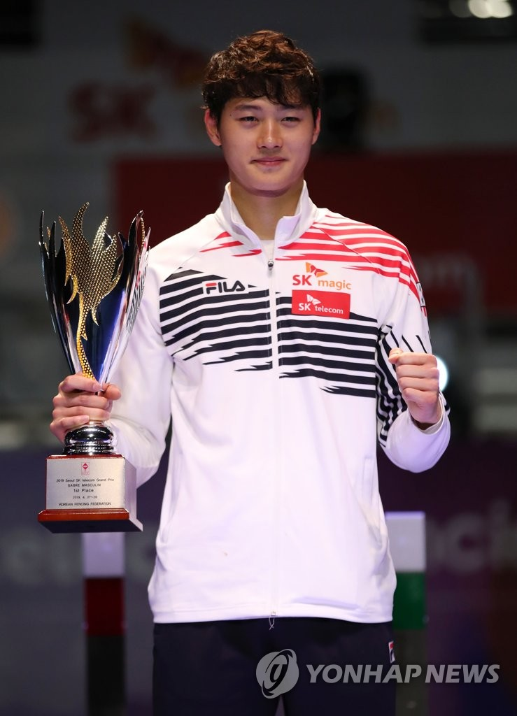 In this file photo from April 28, 2019, South Korean fencer Oh Sang-uk poses with the champion's trophy after winning the men's sabre competition at the Seoul Grand Prix at SK Handball Gymnasium in Seoul. (Yonhap)