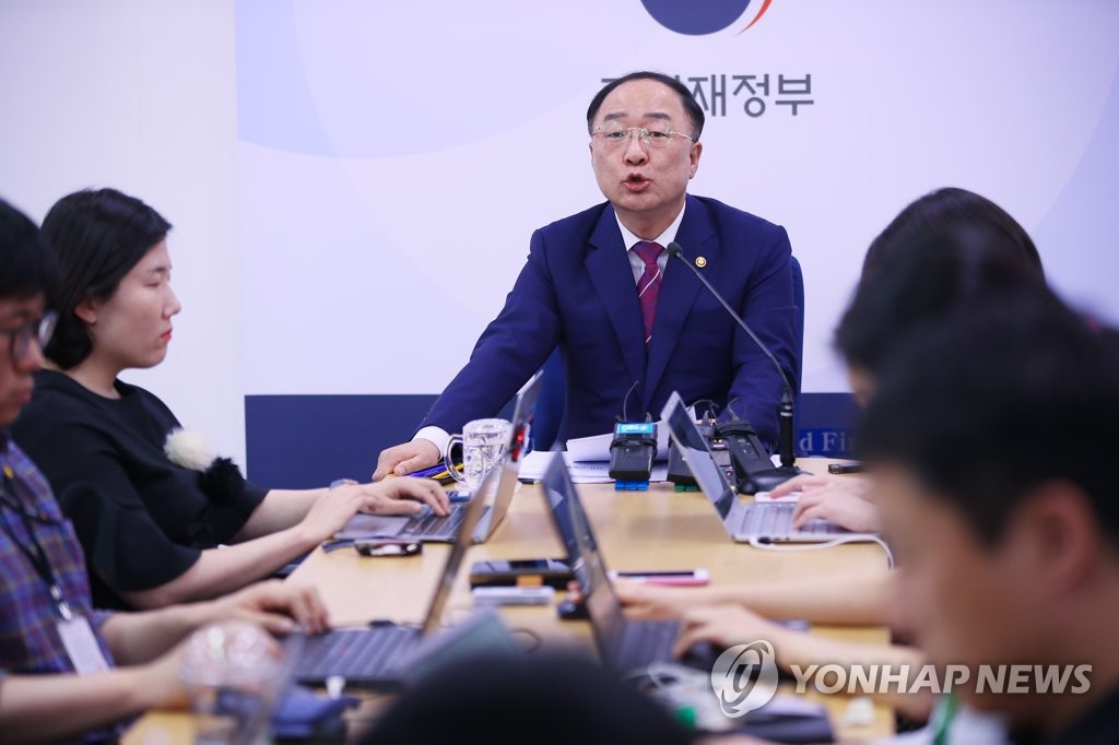 Hong Nam-ki, the minister of economy and finance, speaks in a meeting with reporters at the ministry building in Sejong, an administrative hub located 130 kilometers southeast of Seoul, on May 23, 2019. (Yonhap)