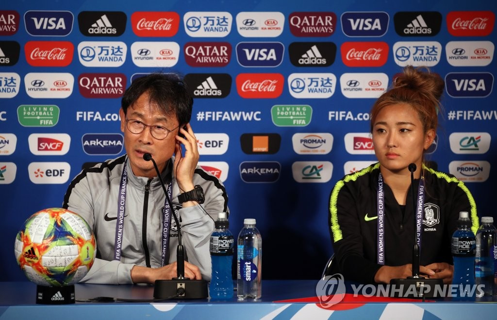 South Korea head coach Yoon Duk-yeo (L) and captain Cho So-hyun attend a press conference at Parc des Princes in Paris on June 6, 2019, ahead of their match against France at the FIFA Women's World Cup. (Yonhap)