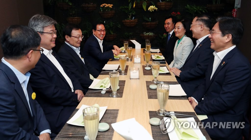 Ruling party head meets economic ministers