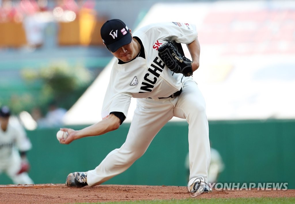 In this file photo from June 23, 2019, Park Jong-hun of the SK Wyverns pitches against the Doosan Bears in a Korea Baseball Organization regular season game at SK Happy Dream Park in Incheon, 40 kilometers west of Seoul. (Yonhap)