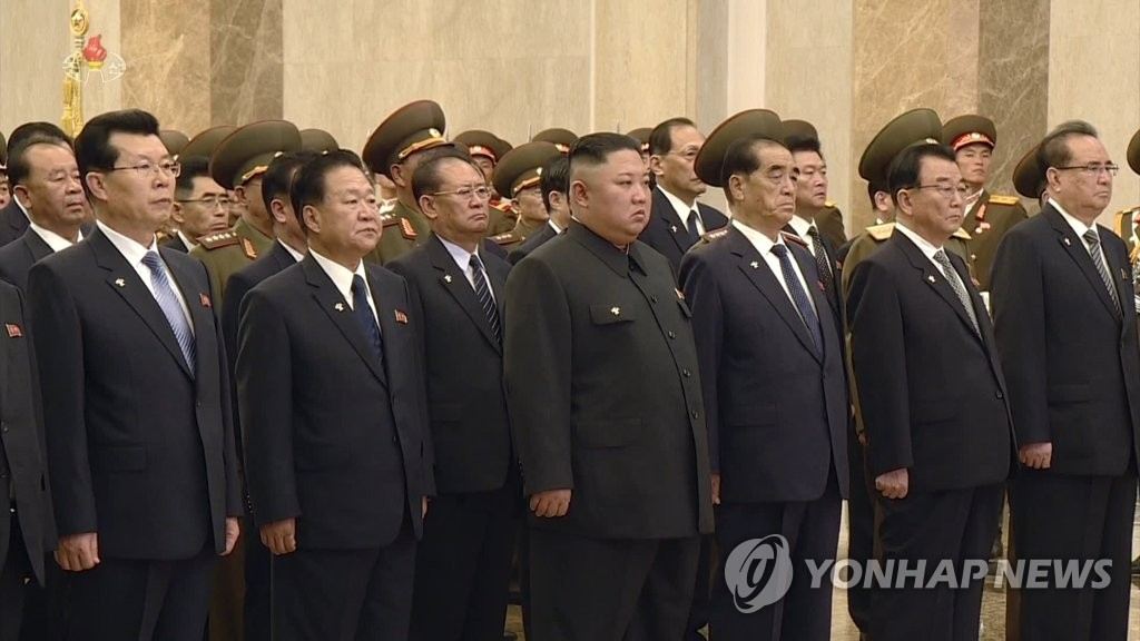 (2nd LD) Kim visits national mausoleum on founding leader's death anniversary | Yonhap News Agency