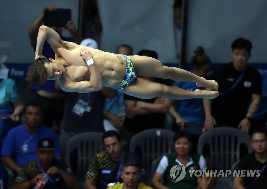 South Korean diver Woo Ha-ram performs during the men's 3m springboard semifinal at the FINA World Championships at Nambu University Municipal Aquatics Center in Gwangju, 330 kilometers south of Seoul, on July 17, 2019. (Yonhap)