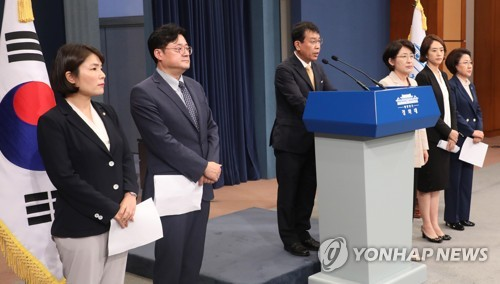 Political leaders announce agreement with Moon