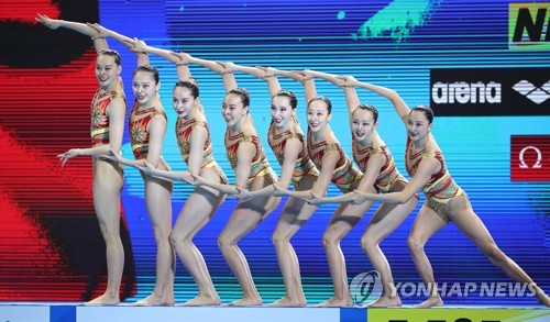 Chinese artistic swimmers get ready to compete (CR)