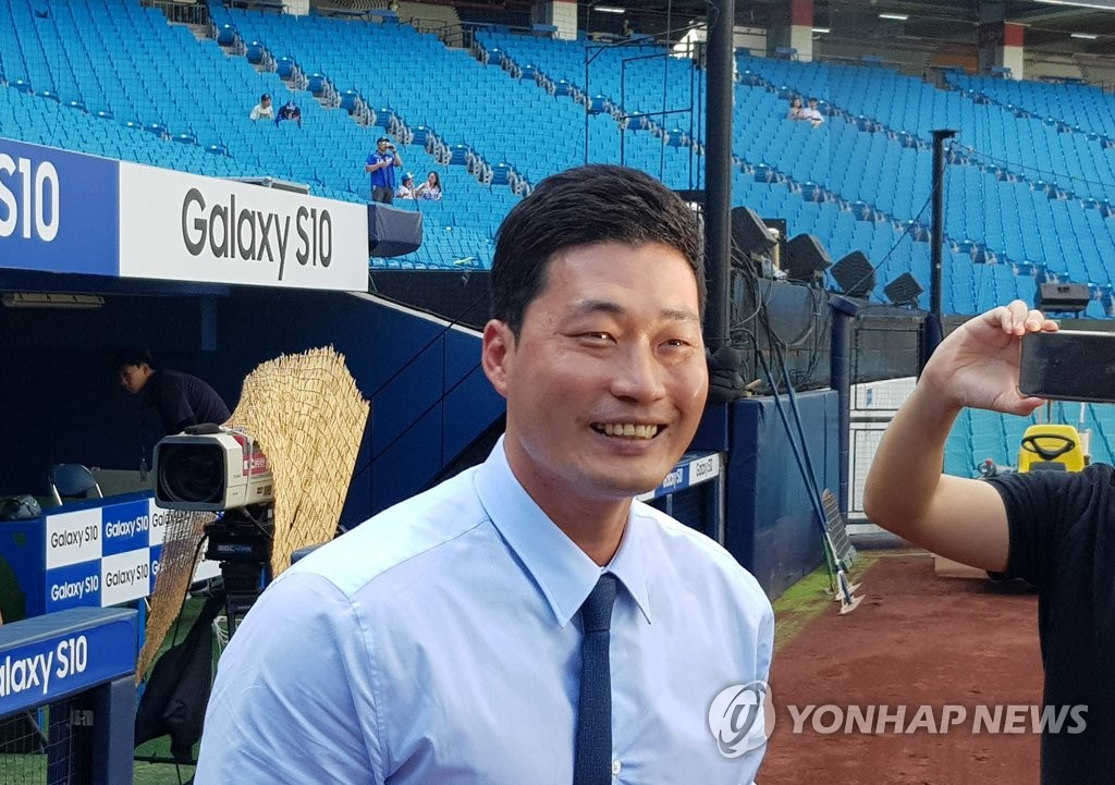 Oh Seung-hwan of the Samsung Lions visits Daegu Samsung Lions Park in Daegu, 300 kilometers southeast of Seoul, on Aug. 10, 2019. (Yonhap)