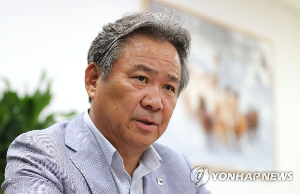 Lee Kee-heung, president of the Korean Sport & Olympic Committee (KSOC) and member of the International Olympic Committee, speaks with Yonhap News Agency at his office at the KSOC headquarters in Seoul on Aug. 14, 2019. (Yonhap)