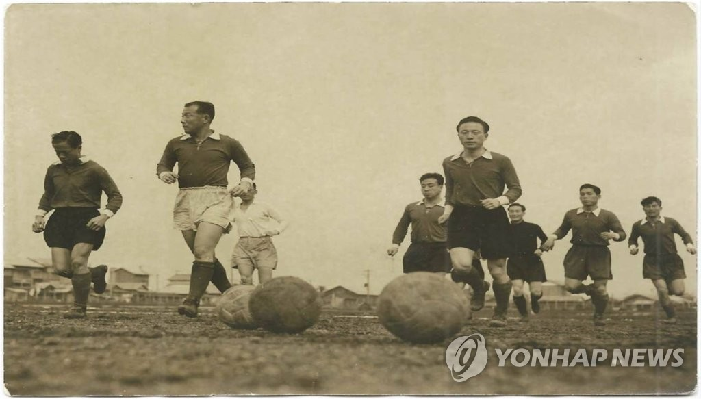 S. Korean football players prepare for match with Japan