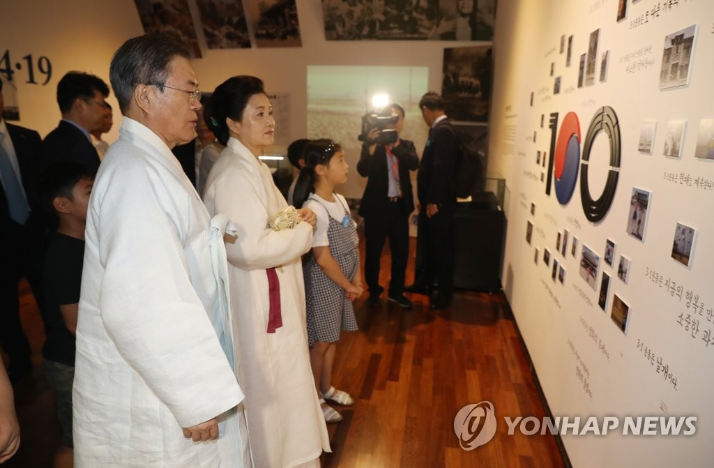 President Moon Jae-in and first lady Kim Jung-sook look around an exhibit at the Independence Hall of Korea in Cheonan, South Chungcheong Province, on Aug. 15, 2019. (Yonhap)