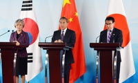 (LEAD) Top diplomats of S. Korea, China, Japan converge on call for trilateral cooperation