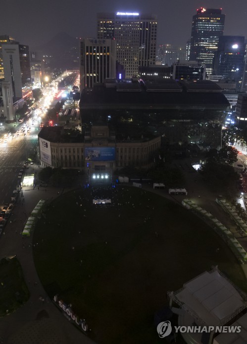Lights off at Seoul City Hall to mark energy conservation day