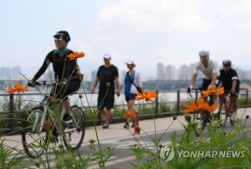 Cycling along Han River