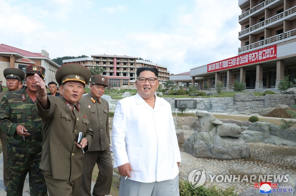 NK leader visits resort construction site