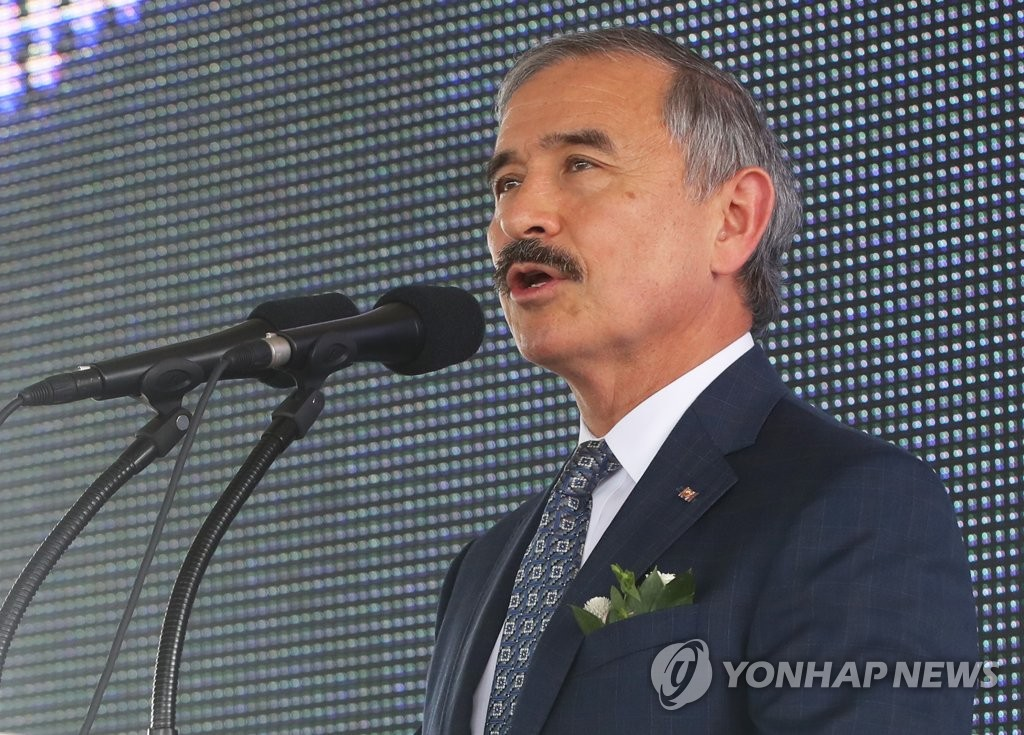 In this file photo, taken on Sept. 6, 2019, U.S. Ambassador to Seoul Harry Harris speaks during a launch ceremony for South Korea's seventh medical helicopter at Ajou University Hospital in Suwon, south of Seoul. (Yonhap)