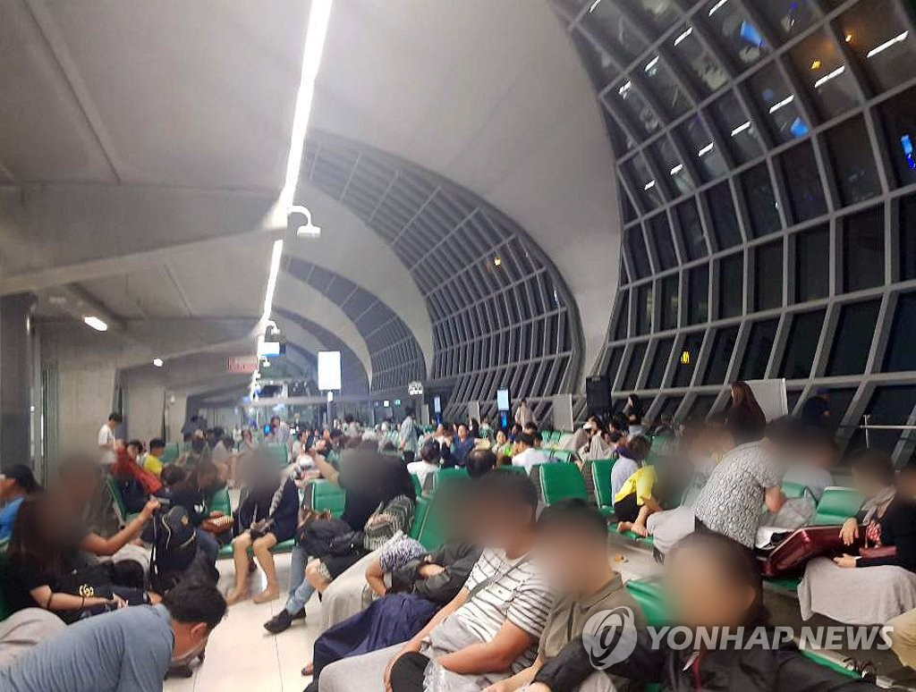 Asiana passengers stuck in Bangkok