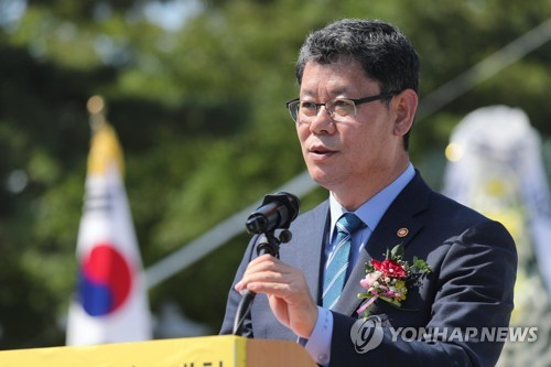 Seoul mulls providing financial aid to separated families for N.K. visit: minister