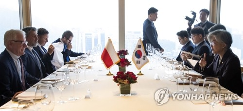 Top diplomats of S. Korea, Poland hold talks on peninsula peace, economic exchanges