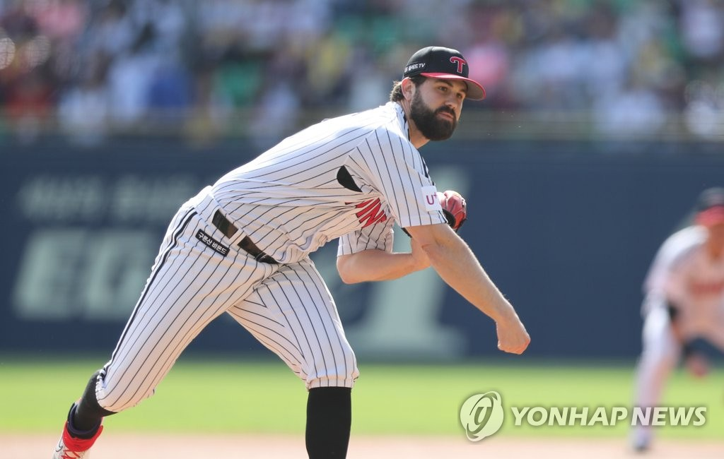 In this file photo from Oct. 9, 2019, Casey Kelly of the LG Twins pitches against the Kiwoom Heroes in a Korea Baseball Organization postseason game at Jamsil Stadium in Seoul. (Yonhap)