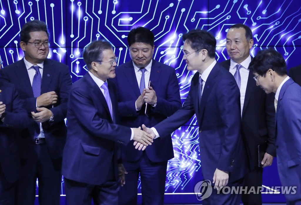 Moon at Samsung investment ceremony