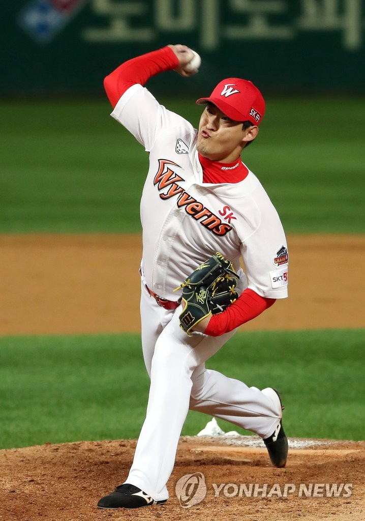 In this file photo from Oct. 14, 2019, Ha Jae-hoon of the SK Wyverns throws a pitch against the Kiwoom Heroes in the top of the ninth inning of Game 1 of the Korea Baseball Organization first-round playoff series at SK Happy Dream Park in Incheon, 40 kilometers west of Seoul. (Yonhap)